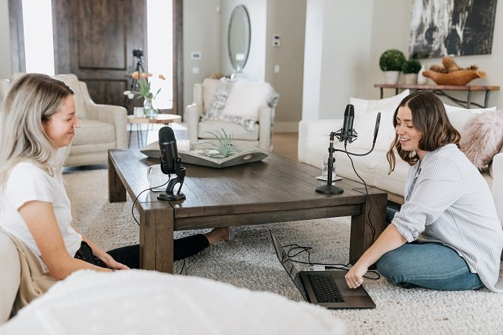 Podcasting for destination marketing in your living room (photo by Kate Oseen on Unsplash)